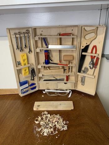 Werkzeugschrank für den Enkel in Opas Werkraum