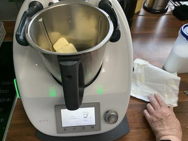 Geburtstagskuchen Butter geschmeidig rühren