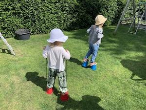 Sommerzeit - Bewegung in Opas Garten