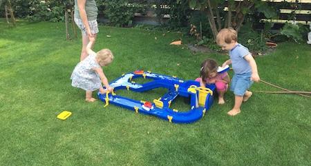 Wasserspiele für Kinder im Garten