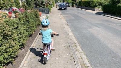 Fahrradfahren-lernen-mit-Opa