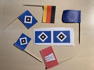 Die Flaggen für den HSV-Kuchen