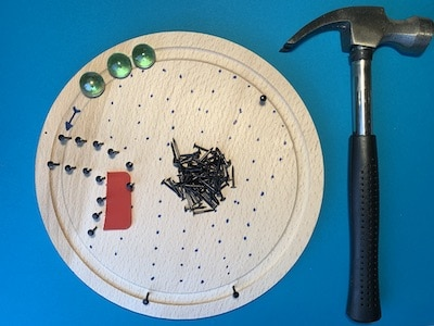 Murmelbahn aus Nägel bauen