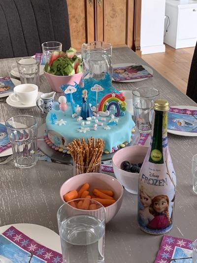 Geburtstag-Party mit Elsa-Torte