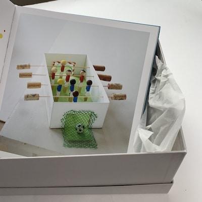 Tischkicker aus einem Schuhkarton