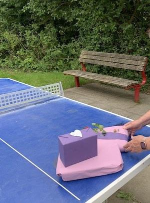 Geschenk zum Geburtstag sind Tischtennisschläger
