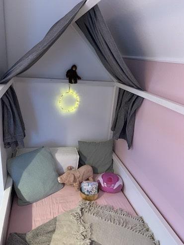 Hedda Hex verzaubert das Kinderbett
