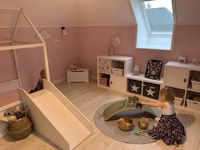 Hedda Hex verzaubert den Spielbereich im Kinderzimmer