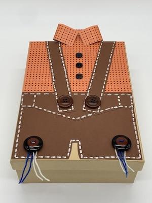 Geschenkbox Lederhose basteln