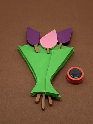 Laubsägen: Blumen-Motiv als magnetischer Sticker
