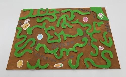 Laubsäge-Vorlage für ein Oster-Labyrinth