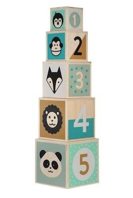 Holzstapelturm mit Buchstaben und Tieren