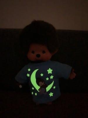 Puppe leuchtet im Dunkeln
